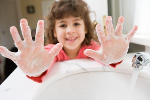 Kết quả hình ảnh cho bé vệ sinh tay
